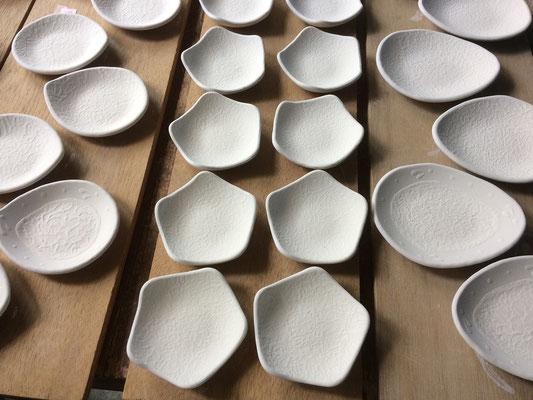 しずく形豆皿、星形豆皿、とんすい形小皿の表面