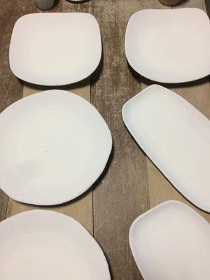 大きな角皿、丸皿、長皿の表面