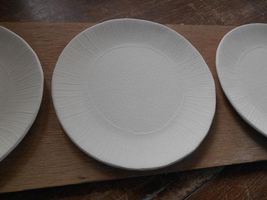 刷毛塗りの平皿の表面