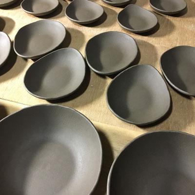 27日 小皿、豆皿、丸深皿の成形。緑用