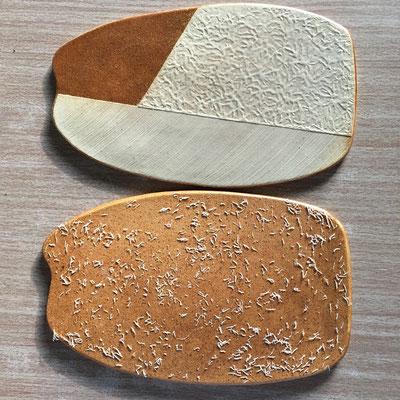 このプレート皿は成功。裏の釉薬も丁度よくかかって5枚全部OKという珍現象。