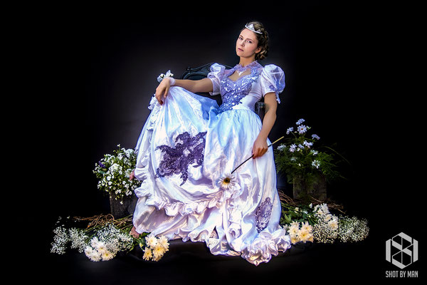 The queen of flowers one/ Make up and hair by Sara Conesa llorente / https://www.makeup101.nl/