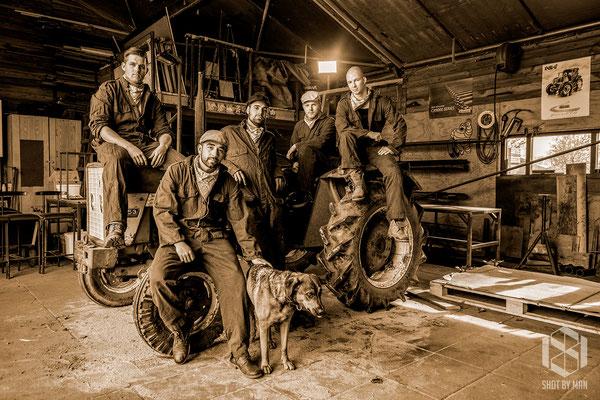 Men at work (Farm)