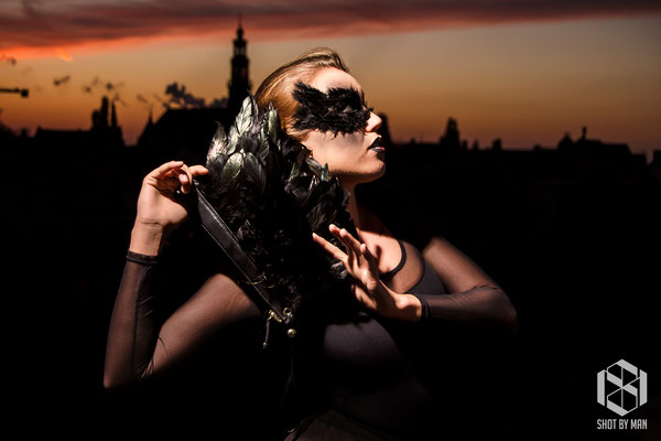 The purse of the Black Swann/ Make up and hair by Nienke Lourens/Clothing by Alyssa Koraag