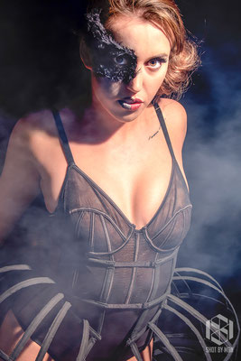 Portret of the Black Swann/ Make up and hair by Nienke Lourens/Clothing by Alyssa Koraag