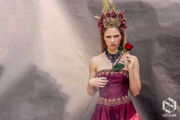 The queen of flowers four/ Make up and hair by Sara Conesa llorente / https://www.makeup101.nl/
