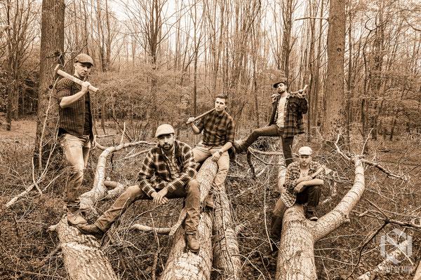 Men at work (woods)