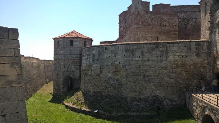 Und war auf der anderen Seite sofort in Vidin. Hauptattraktion der alten Handelsstadt ist die mittelalterliche Festung Baba Vida.