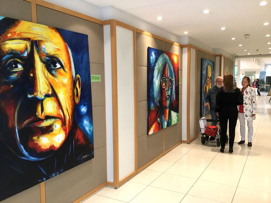 Acrylbilder des Künstlers Bernd Lehmann in der Deutschen Bank