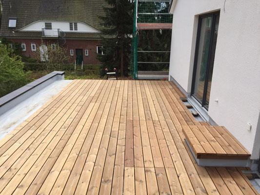 Auf dem Dach des Anbaus wurde eine zusätzliche Terrasse angelegt