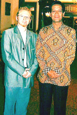 2002 Vlado Franjević and His Excellence Sultan Hamengku Buwono X in Sultans Home in Yogyakarta, Indonesia