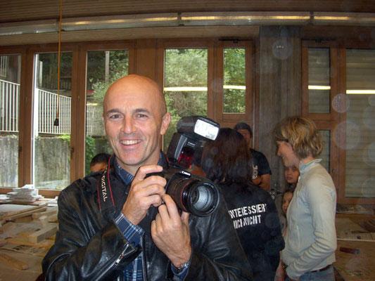 Hm, wenn ich es nur wüsste wie unser Fotoreporter heisst...