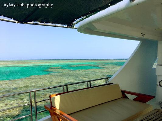 Sicht auf das Riff des ersten Tages - Rus Torombi