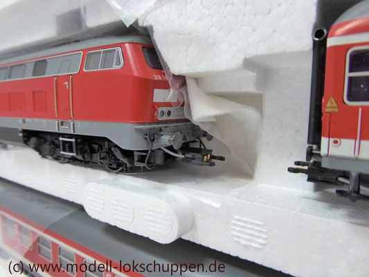 """""""Regionalexpress"""" Wendezug der der Deutschen Bahn AG (DB Regio) BR 218 mit Waggons / Märklin 26218"""