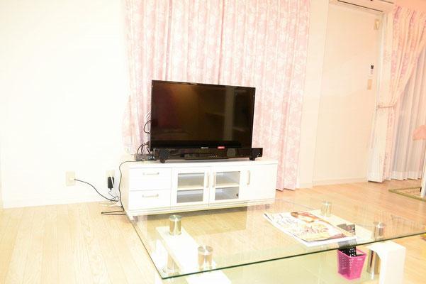 39型TVにTV台、TV用重低音スピーカーにYoutube試聴システム付。もちろん地デ、BSデジタルOK
