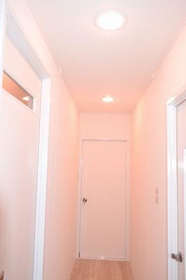 さくら色の廊下の灯り