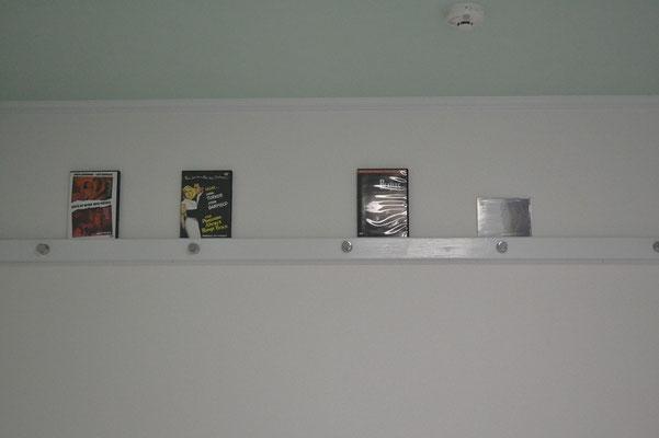 好きなCDやDVDを飾ろう。