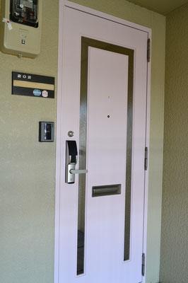 玄関ドアはさくら色