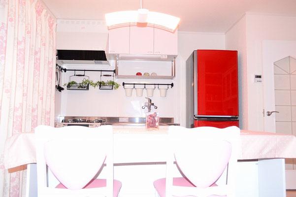 キッチン&大型冷蔵庫。