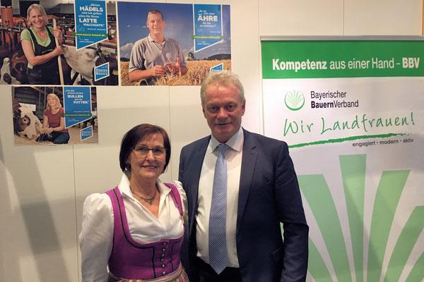 Besuch an der Milchbar der Bayerischen Landfrauen