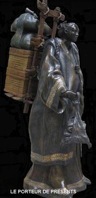 Le porteur de présents - Bronze et Patine Fonderie Delval   reste 1 tirage  possibilité de commande