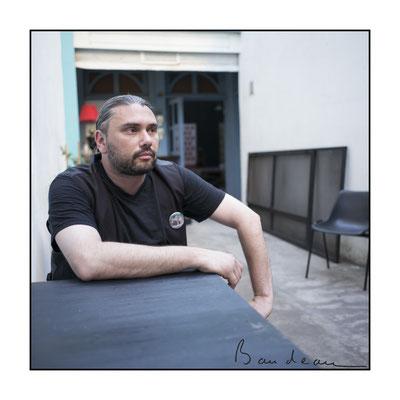 Juan est directeur de théâtre, metteur en scène
