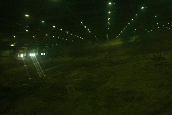 Lichtblicke in die leere Abbauhalle am 19.10.2015