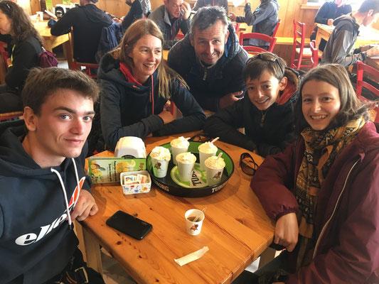 Jules, Alexandra, Christophe, Silouan et Anna au Refuge Torino