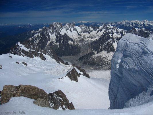 La grosse meringue du sommet du Gervasutti semble pointer vers Talèfre.