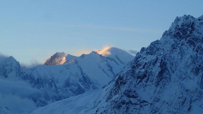 Magique! Premiers rayons sur le sommet du Mt-Blanc