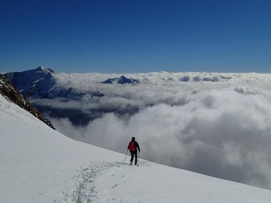 Face au Weissmiess, au-dessus des nuages...