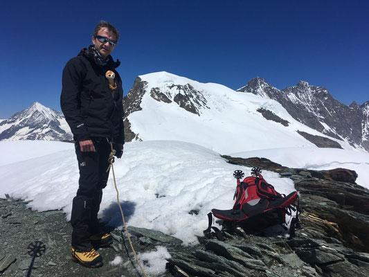 Gérard au sommet du Feechopf, après l'escalade de l'arête Est
