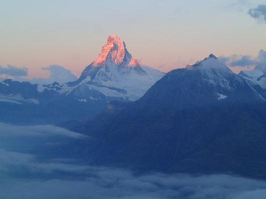 Premières lueurs sur le Matterhorn