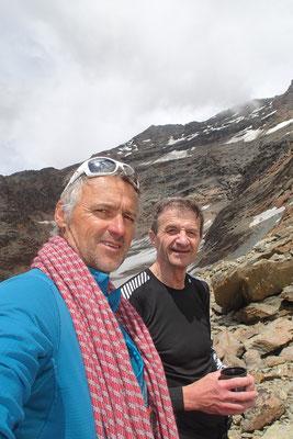 Dernier selfie de la cordée au bas du petit glacier