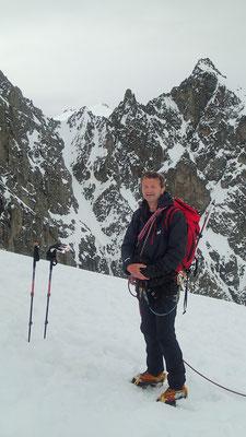 Gérard pose devant le Pic J.Gauthier