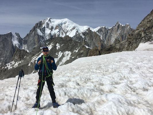 Florent vers la Pte Hellbronner, avec le Mt-Blanc