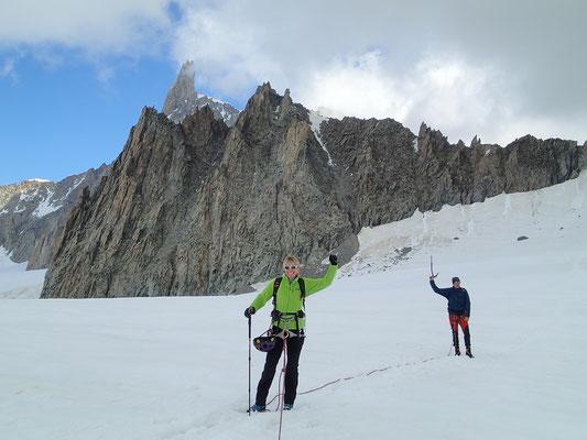 Au retour sur le glacier, une vue sur la traversée d'arêtes