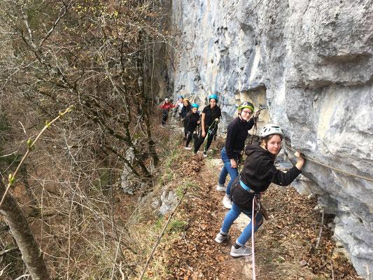 L'équipe de filles dans le premier passage, au-dessus du Piège à Ours