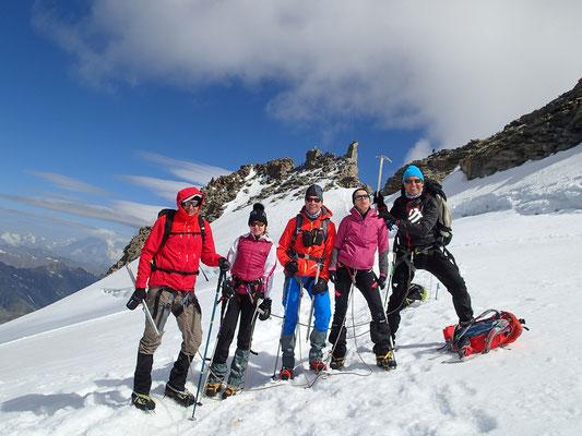 Philippe, Mathilde, Marc, Véronique et Patrick sous le sommet