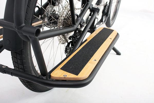 Das optionale Fußrasten-Set sorgt für sicheren Halt beim Transport von Kindern. © VeloTOTAL
