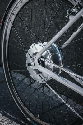 Technische Raffinessen wie der leistungsstarke Nabenmotor sind optisch integriert.