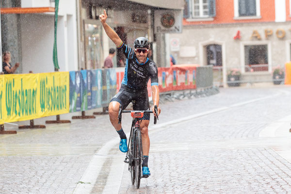 """Alban Lakata gewann 2018 bei strömenden Regen den 5. """"SuperGiroDolomiti"""" ©Expa Pictures"""