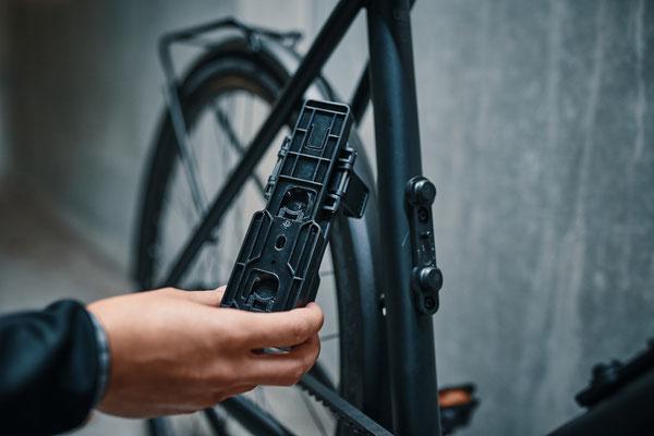 Schnelle, einfache & magnetische Befestigung an der FIDLOCK TWIST bike base