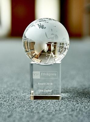 Pokal Ethikpreis - @Nora Erdmann