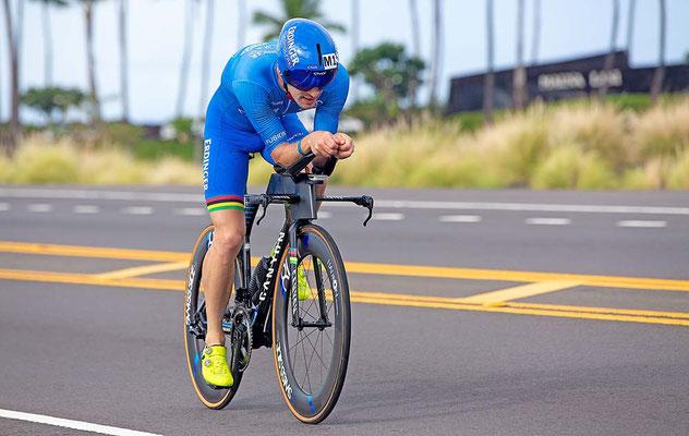 Patrick Lange auf dem Weg zum Ironman Weltmeistertitel auf Hawaii 2018 ©Schwalbe