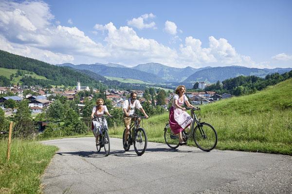 Die Gegend rund um Oberstaufen ist sowohl bei Genussradlern als auch ambitionierten Bikern beliebt – relaxen und übernachten können sie im Hotel Allgäu Sonne. ©Oberstaufen Tourismus Marketing GmbH