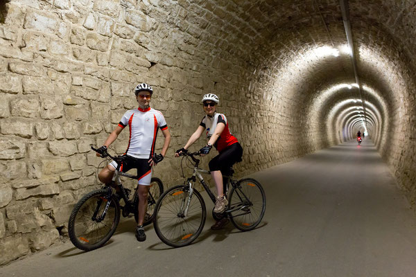 Unterwegs auf der Parenzana, ein 130 Kilometer langer Radweg auf einer ehemaligen Bahntrasse  © Portorož & Piran/ Jaka Jerasa