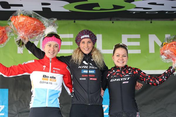 Podest Frauen Elite von links Christine Majerus, Jolanda Neff und Sina Frei // ©radsportphoto.net/Steffen Müssiggang