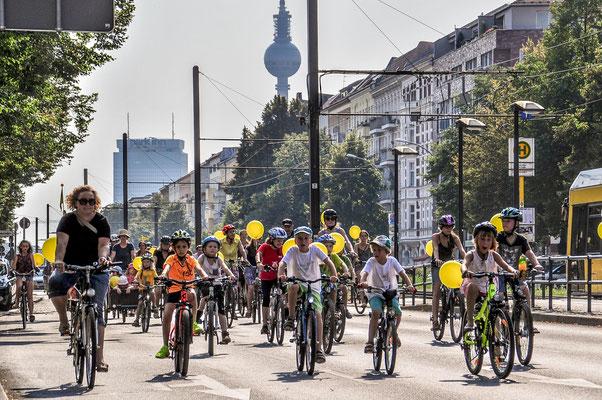 Wir fordern Städte, in denen sich auch Kinder sicher mit dem Rad bewegen können / Foto Volksentscheid Fahrrad/Norbert Michalke