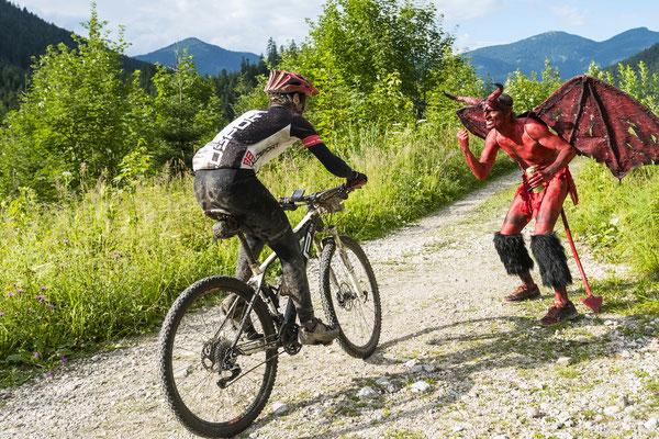 Salzkammergut Mountainbike Trophy 2017 - Teufel an der Strecke (Foto: Marc Schwarz)